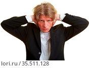 Geschäftsmann hält sich seine Ohren zu. Стоковое фото, фотограф Zoonar.com/Robert Kneschke / age Fotostock / Фотобанк Лори