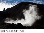 Dampf von einer heissen Schwefelquelle vor dem Vulkan Brennisteinsalda... Стоковое фото, фотограф Zoonar.com/Stefan Ziese / age Fotostock / Фотобанк Лори