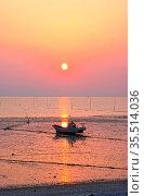 Fishing boat and sunset. Shooting Location: Tokyo metropolitan area. Стоковое фото, фотограф Zoonar.com/Makoto Honda / age Fotostock / Фотобанк Лори
