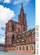 Strasbourg Cathedral also known as Strasbourg Minster, is a Gothic... Стоковое фото, фотограф Zoonar.com/Boris Breytman / easy Fotostock / Фотобанк Лори