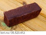 Fresh brownie on wooden table. Стоковое фото, фотограф Яков Филимонов / Фотобанк Лори