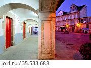 Arcade in the Main square of Viana do Bolo, Orense, Spain. Стоковое фото, фотограф Pablo Méndez / age Fotostock / Фотобанк Лори