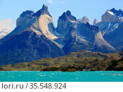 Torres del Paine Nationalpark in Chile. Стоковое фото, фотограф Zoonar.com/Andreas Edelmann / easy Fotostock / Фотобанк Лори