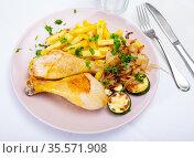 Chicken legs with fried potato and zucchini. Стоковое фото, фотограф Яков Филимонов / Фотобанк Лори