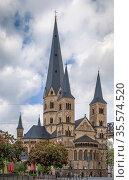 The Bonn Minster is a Roman Catholic church in Bonn. It is one of... Стоковое фото, фотограф Zoonar.com/Boris Breytman / easy Fotostock / Фотобанк Лори
