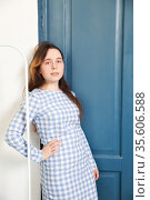 16-year-old girl in blue dress with loose wavy long hair. Стоковое фото, фотограф Дарья Филимонова / Фотобанк Лори
