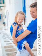 Happy dad and little adorable girl traveling in Mykonos, Greece. Стоковое фото, фотограф Дмитрий Травников / Фотобанк Лори