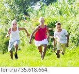 Kids playing active games. Стоковое фото, фотограф Яков Филимонов / Фотобанк Лори