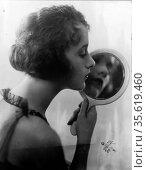 Constance Talmadge, American Silent Movie actress, looking into mirror... Редакционное фото, агентство World History Archive / Фотобанк Лори