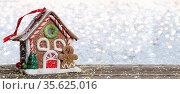 Christmas background. Fairytale house on a wooden board. Стоковое фото, фотограф Zoonar.com/Lazarenka Sviatlana / age Fotostock / Фотобанк Лори