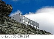 Berghütte Cabane de Tracuit, Zinal, Val d?Anniviers, Wallis, Schweiz... Стоковое фото, фотограф Zoonar.com/Georg_A / age Fotostock / Фотобанк Лори