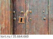 Vintage keyhole in old wooden grunge door. Стоковое фото, фотограф Zoonar.com/Khaled ElAdawy / easy Fotostock / Фотобанк Лори