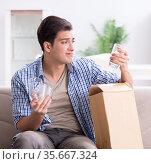 Man receiving wrong parcel with glasses. Стоковое фото, фотограф Elnur / Фотобанк Лори