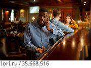 Friends leisures at the counter in bar, nightlife. Стоковое фото, фотограф Tryapitsyn Sergiy / Фотобанк Лори