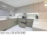 Open drawers at modern white kitchen furniture. Стоковое фото, фотограф Сергей Старуш / Фотобанк Лори