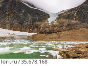 The Angel Glacier and icebergs on meltwater, Mount Edith Cavell, ... Стоковое фото, фотограф Russ Bishop / age Fotostock / Фотобанк Лори
