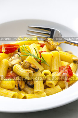Pasta with mussels, tomatoes and garlic.