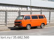 Volkswagen Type 2 Caravelle (2008 год). Редакционное фото, фотограф Art Konovalov / Фотобанк Лори