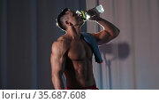 Sports training - athletic muscular shirtless man drinking water from the plastic bottle. Стоковое видео, видеограф Константин Шишкин / Фотобанк Лори