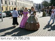 Женщины в театральных платьях (2014 год). Редакционное фото, фотограф Марина Шатерова / Фотобанк Лори