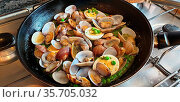 Delicious and easy peas with clams. A different first course, a healthy... Стоковое фото, фотограф Ruddy Gold / age Fotostock / Фотобанк Лори