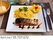 Roasted salmon with spaghetti. Стоковое фото, фотограф Яков Филимонов / Фотобанк Лори