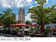 Ravensburg, BW / Germany - 21 June 2020: tourists enjoy a day out... Стоковое фото, фотограф Zoonar.com/Nando Lardi / age Fotostock / Фотобанк Лори