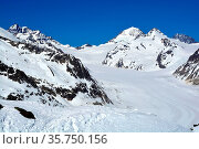 The Jungfrau (L) and Monch (R) with the Jungfraujoch between them... Стоковое фото, фотограф Neil Harrison / age Fotostock / Фотобанк Лори