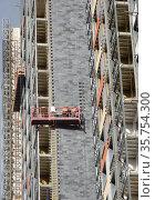Строительство тридцатиодноэтажного двухподъездного монолитно-кирпичного жилого дома. Улица Константина Федина, 13. Район Северное Измайлово. Город Москва (2020 год). Редакционное фото, фотограф lana1501 / Фотобанк Лори
