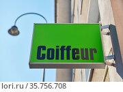 Firmenschild von Coiffeur oder Friseur an Hauswand von einem Gebäude. Стоковое фото, фотограф Zoonar.com/Robert Kneschke / age Fotostock / Фотобанк Лори