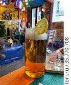 Beer in mason jar. Beverage served in Mexican cafe. Стоковое фото, фотограф Данил Руденко / Фотобанк Лори