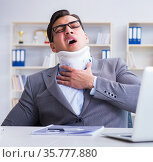 Businessman with neck injury working in the office. Стоковое фото, фотограф Elnur / Фотобанк Лори