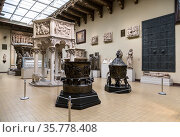 Interior of the hall of European art of the Middle Ages, casts and copies. Pushkin Museum of Fine Arts in Moscow, Russia (2019 год). Редакционное фото, фотограф Наталья Волкова / Фотобанк Лори