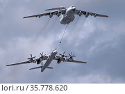 MOSCOW, RUSSIA - MAY 7, 2021: Avia parade in Moscow. tanker Ilyushin Il-78 and strategic bomber and missile platform Tu-95 in the sky on parade of Victory in World War II in Moscow, Russia. Редакционное фото, фотограф Фотограф / Фотобанк Лори