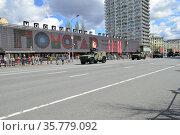 Генеральная репетиция парада в честь Дня Победы, прохождение техники по Новому Арбату. 7 мая 2021 года. Город Москва. Редакционное фото, фотограф lana1501 / Фотобанк Лори