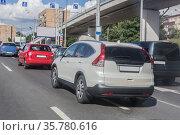 Car traffic on the main street of the city. Стоковое фото, фотограф Юрий Бизгаймер / Фотобанк Лори