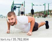 man performs push-ups on sportsground. Стоковое фото, фотограф Яков Филимонов / Фотобанк Лори
