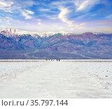 Badwater Basin in Death Valley National Park, California, USA.Badwater... Стоковое фото, фотограф Zoonar.com/Svetlana Foote / easy Fotostock / Фотобанк Лори