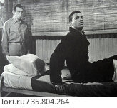 Home of the Brave', 1949. 'Walk!' Army psychiatrist Jeff Corey tries to get Negro GI James Edwards to overcome his phobias and walk. Редакционное фото, агентство World History Archive / Фотобанк Лори