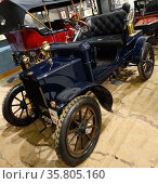 1904 Wolseley 6hp phæton. Редакционное фото, агентство World History Archive / Фотобанк Лори