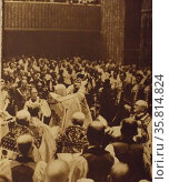 Archbishop of Canterbury, crowns King George VI; London, 1937. Редакционное фото, агентство World History Archive / Фотобанк Лори