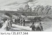 Engraving depicting experiments with Captain Fowke's Pontoon Bridge on the Serpentine. Редакционное фото, агентство World History Archive / Фотобанк Лори