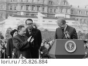 Chinese Vice Premier Deng Xiaoping applauds as US President Jimmy Carter. Редакционное фото, агентство World History Archive / Фотобанк Лори