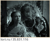 Beauty and the Beast (French: La Belle et la Bête) a 1946 French romantic fantasy film adaptation of the traditional fairy tale of the same name, written by Jeanne-Marie Le Prince de Beaumon. Directed by French poet and filmmaker Jean Cocteau, the film stars Josette Day as Belle and Jean Marais. Редакционное фото, агентство World History Archive / Фотобанк Лори