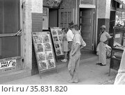 Children looking at posters in front of movie, Saturday, Steele, Missouri 1938. Редакционное фото, агентство World History Archive / Фотобанк Лори
