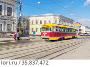 Retro tram on Ilinskaya street in Nizhny Novgorod, Russia (2020 год). Стоковое фото, фотограф Дмитрий Тищенко / Фотобанк Лори