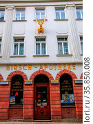 Hirsch (Deer) Pharmacy in historic town center of Wiesbaden, Hesse... Стоковое фото, фотограф Zoonar.com/Don Mammoser / age Fotostock / Фотобанк Лори