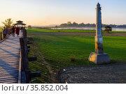 Pillar at U Bein Bridge near Amarapura, Myanmar, Asia. Стоковое фото, фотограф Zoonar.com/Lothar Steiner / age Fotostock / Фотобанк Лори
