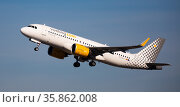 Takeoff of Vueling Airbus EC-NCT from El Prat Airport (2020 год). Редакционное фото, фотограф Яков Филимонов / Фотобанк Лори