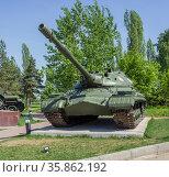 Советский тяжелый танк T-10M в Парке Победы в Нижнем Новгороде. Редакционное фото, фотограф Александр Романов / Фотобанк Лори